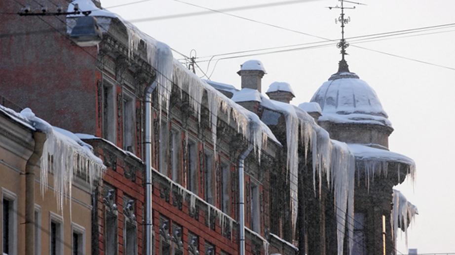 Эксперты подсчитали затраты на установку кровельных систем антиобледенения в Петербурге.