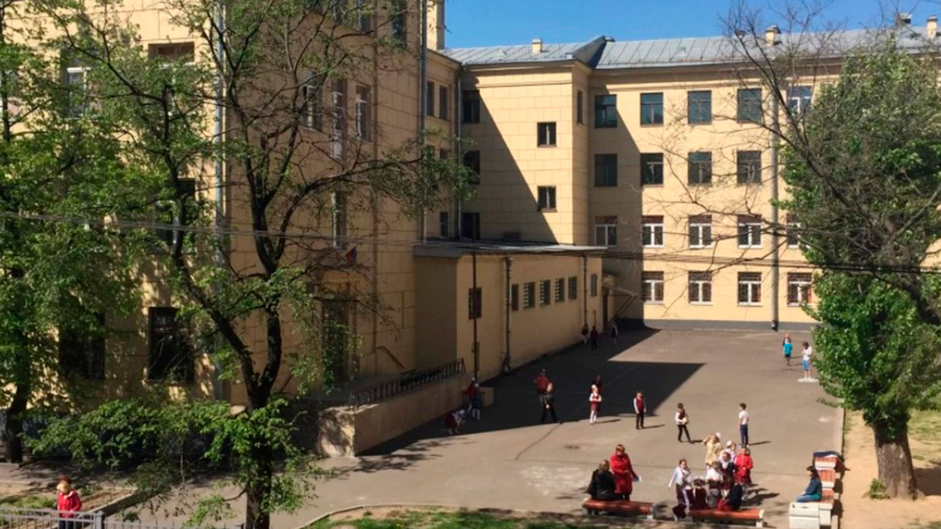 Школу № 169 Центрального района оборудовали инновационной системой антиобледенения.
